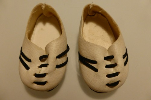 white sports shoes for gregor dolls